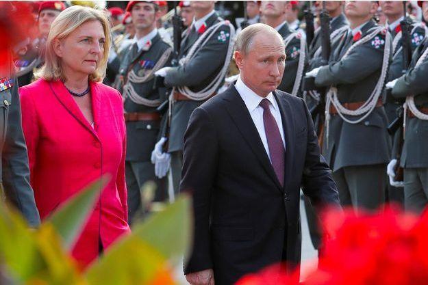 Le président Poutine aux noces de la ministre autrichienne des Affaires étrangères
