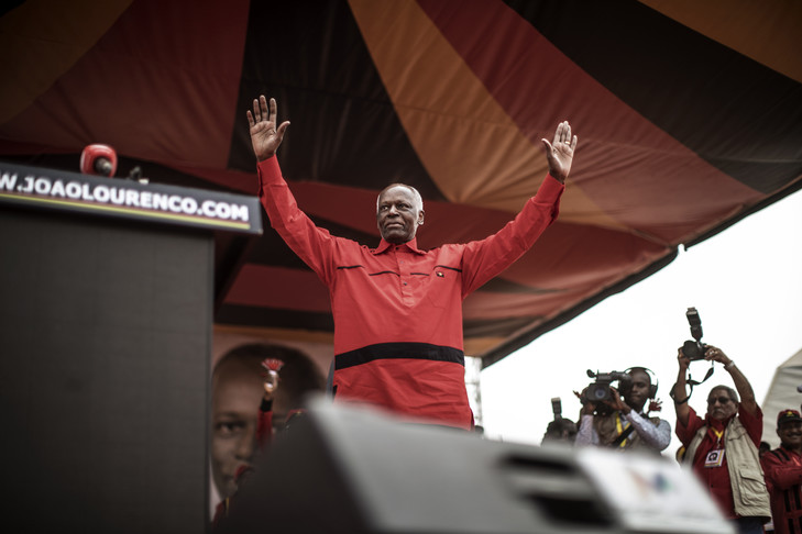 Angola: L'ex président dos Santos fait ses adieux, Lourenço prend la tête du MPLA