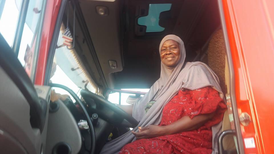 Afrique: «Mama Africa», la seule femme conductrice de poids lourds qui incarne l'émancipation