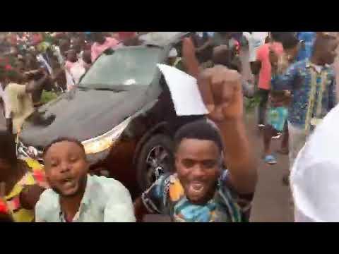 Martin Fayulu, escorté par une marée humaine, de retour à Kinshasa (VIDEO)