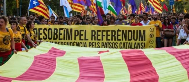 Espagne: la Catalogne défie Madrid et maintient son référendum