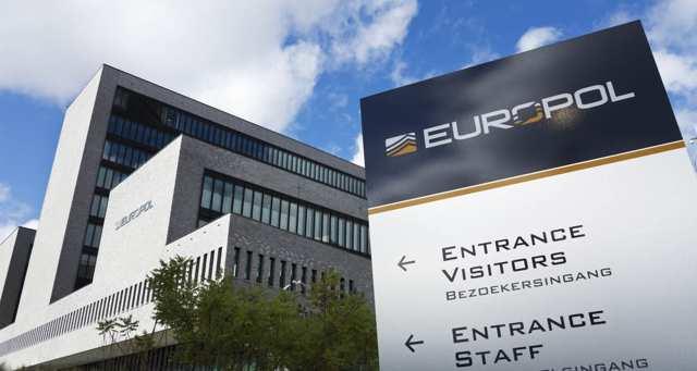 Europol: 118 arrestations dans une opération contre les fraudes aux billets d'avions