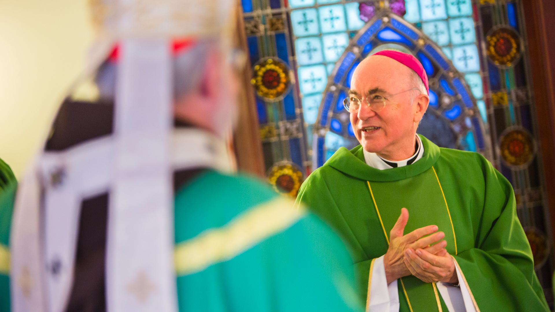 Vatican: Un ancien nonce aux États-Unis demande la démission du pape François