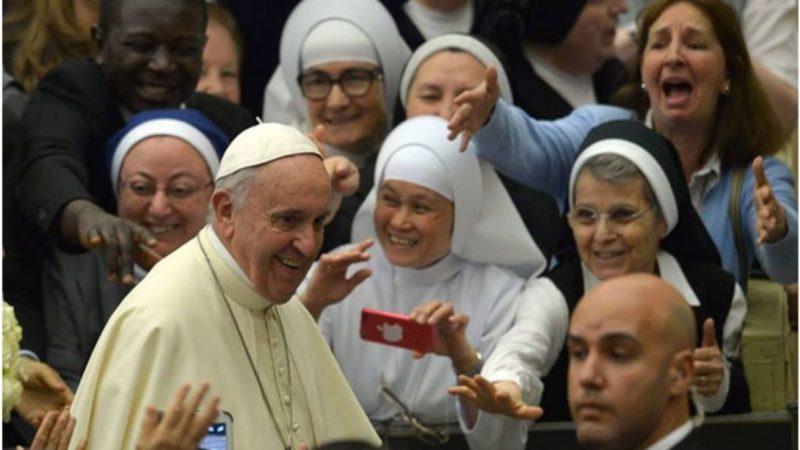 Le pape aux religieuses: «Le service oui, la servitude non!»