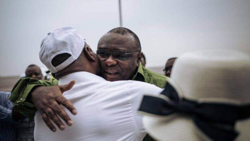 RDC: retour mouvementé de Jean-Pierre Bemba à Kinshasa, accueilli par Martin Fayulu