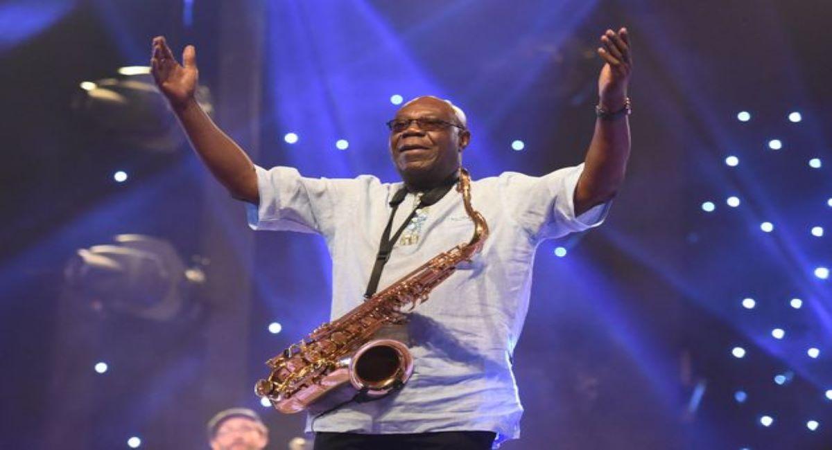 Manu Dibango, célèbre chanteur et saxophoniste, est mort à Paris des suites du coronavirus