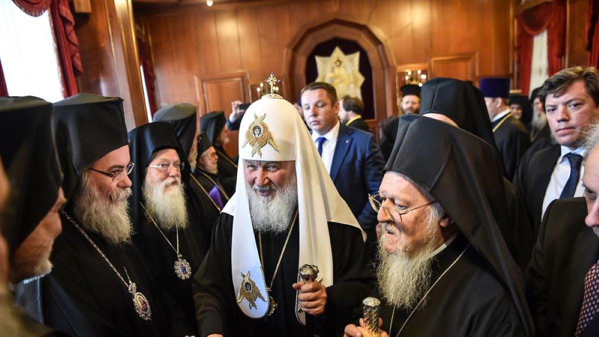 Coronavirus: Les chrétiens orthodoxes célèbrent Pâques dans le confinement malgré des réticences